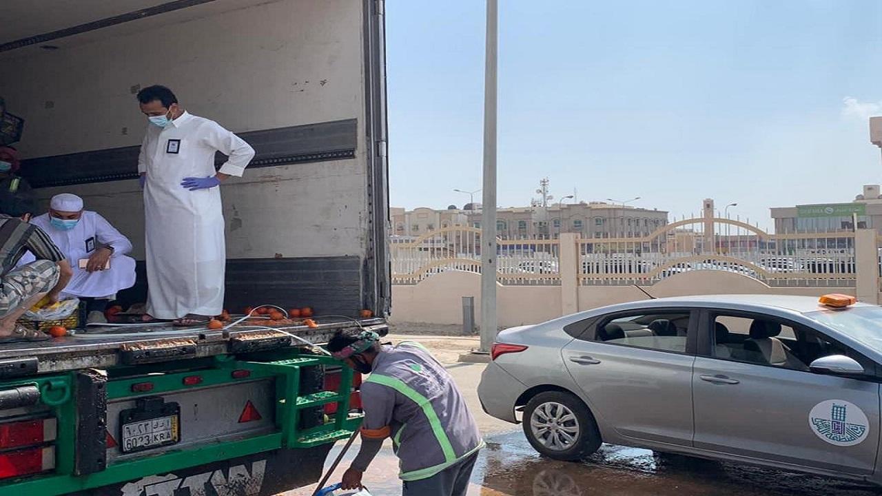 ضبط 22 طن من الطماطم الفاسد في سوق الخضار والفواكه المركزي بالدمام