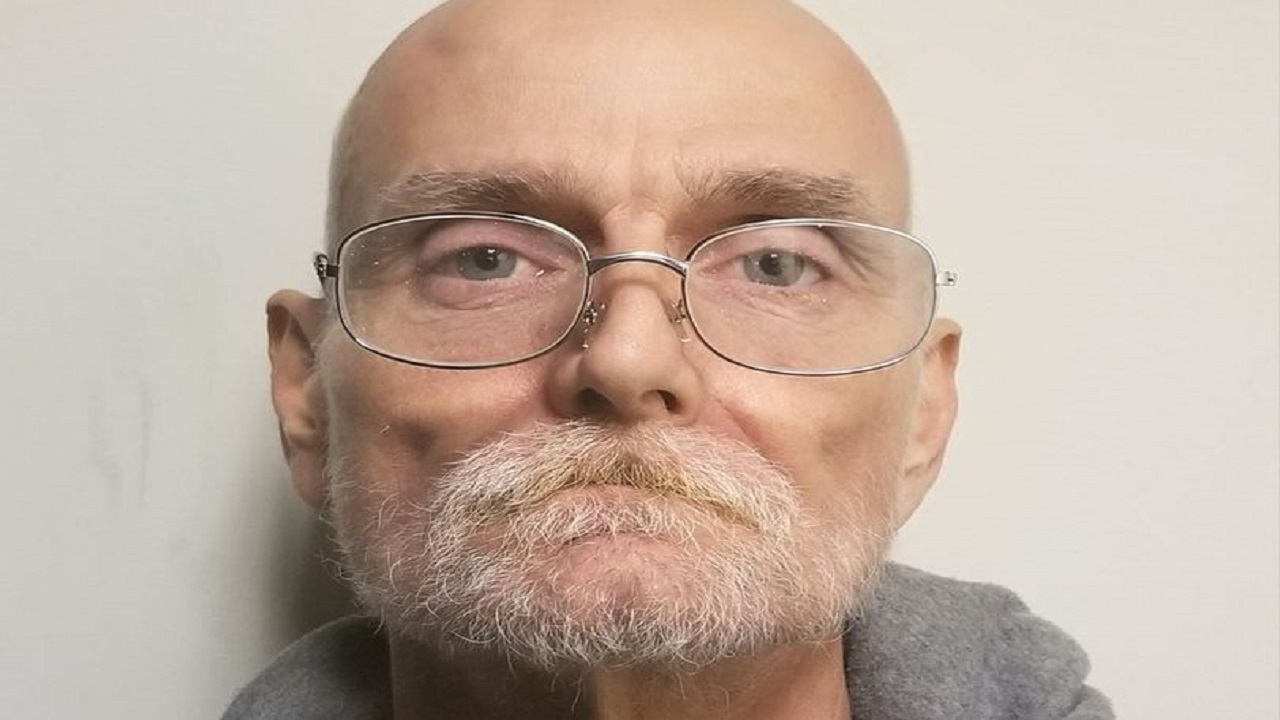 رجل يحتضر يتصل بالشرطة ليعترف بارتكاب جريمة قتل مروعة قبل 25 عامًا