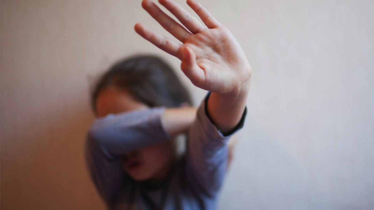 4 أشخاص يغتصبون طفلة ويأكلون كبدها