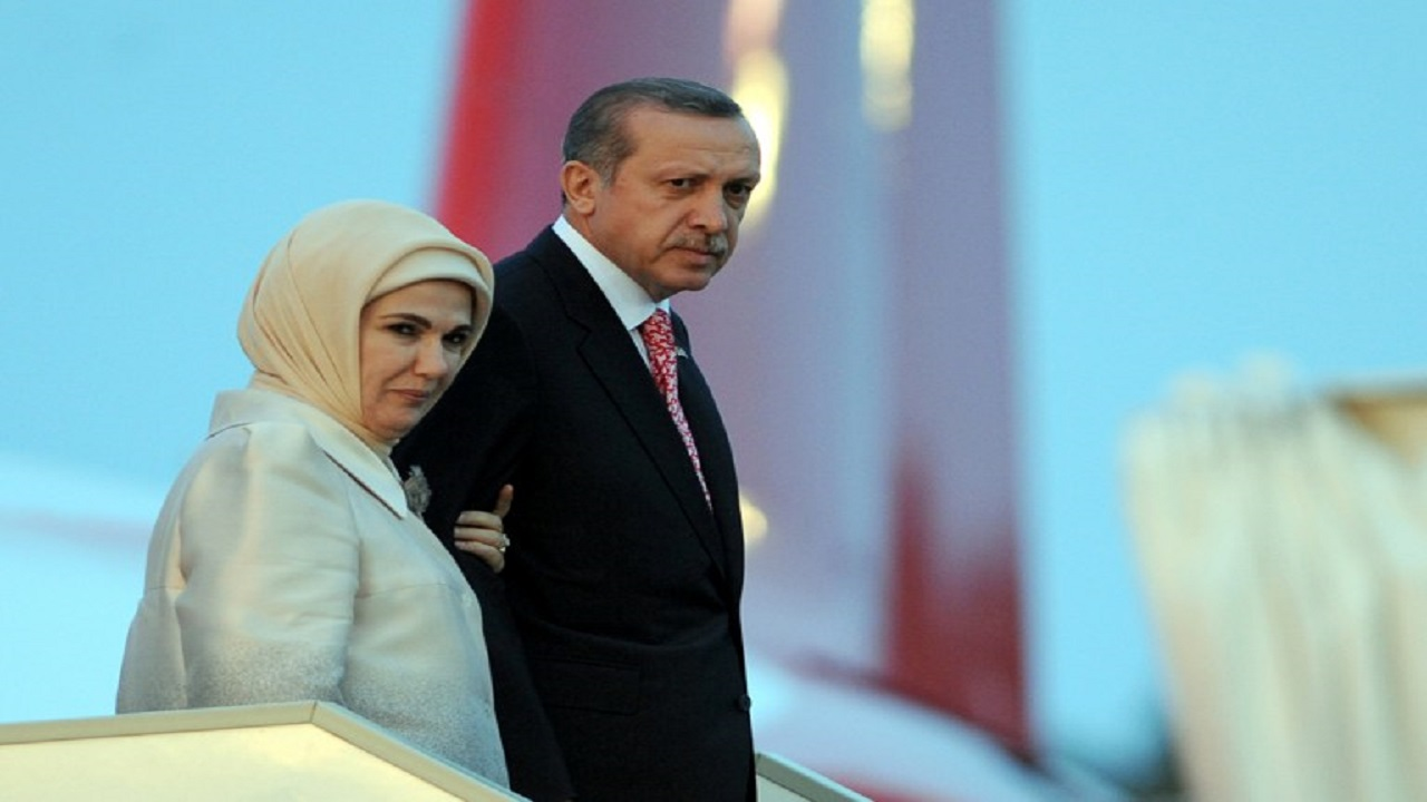 زوجة أردوغان تتورط في غسيل الأموال