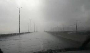 بالفيديو.. هطول أمطار على عرفات بمكة المكرمة