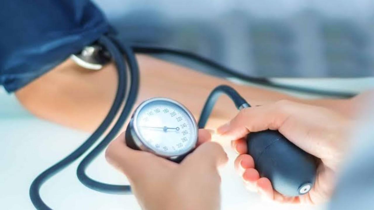 «النمر» يوضح هل الطقس الحار أم البارد يؤثر على ضغط الدم