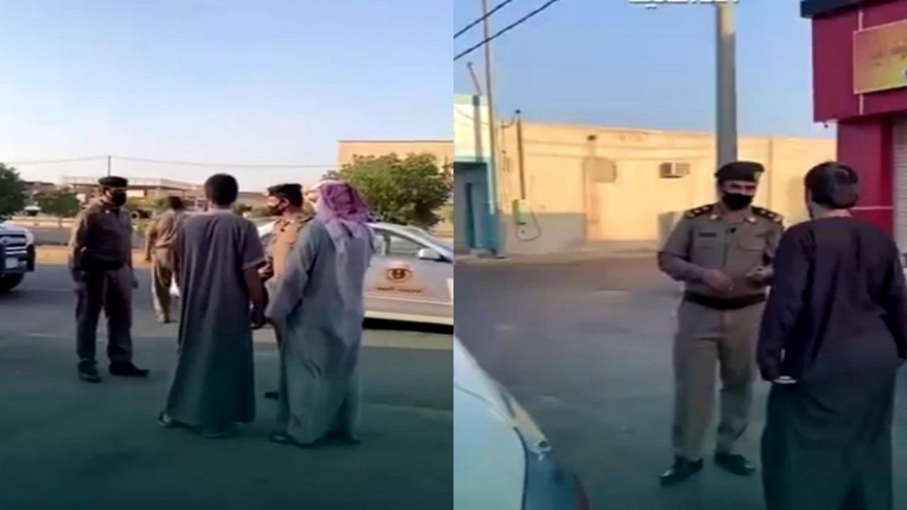 شاهد.. إلقاء القبض على أشخاص يتجولون بدون كمامة بالمملكة