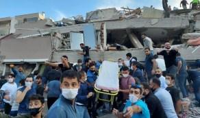 مقطع صادم للحظة انتشال سيدة من تحت أنقاض زلزال تركيا