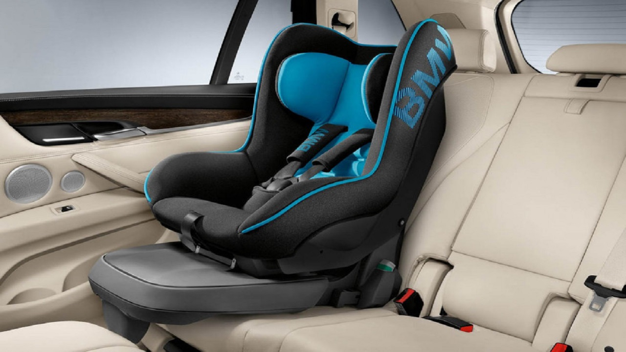 إرشادات حول الاستخدام الصحيح لمقاعد الأطفال في السيارة