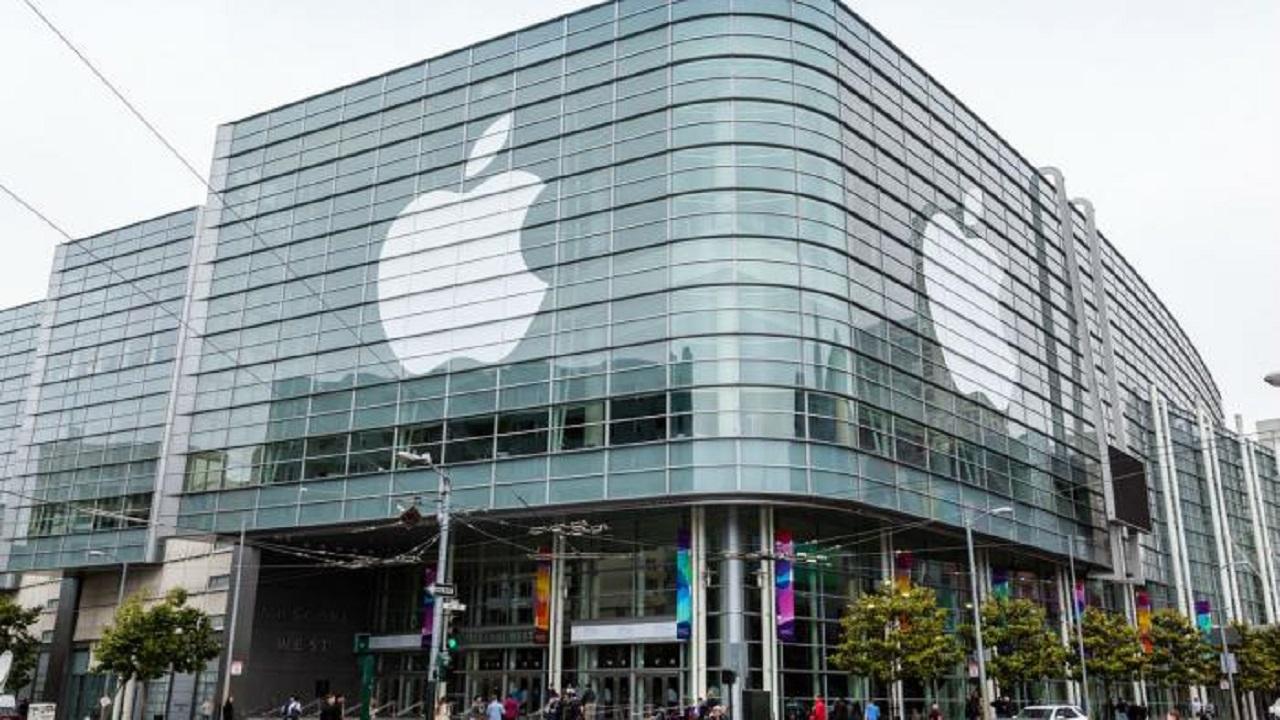 تغريم أبل 113 مليون دولار بتهمة خداع المستهلكين لشراء هواتف جديدة