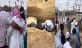 بالفيديو.. مشاجرة حادة أثناء الدفن في البقيع