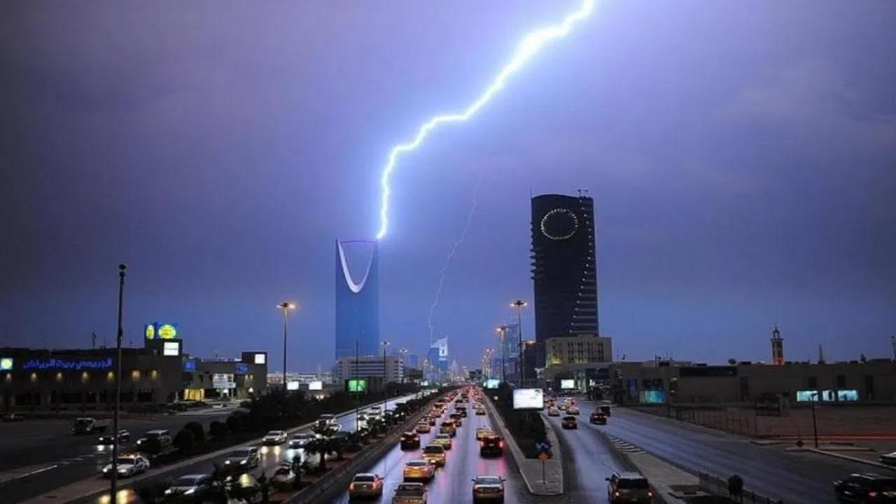 الدفاع المدني يحذر من هطول أمطار رعدية على بعض المناطق