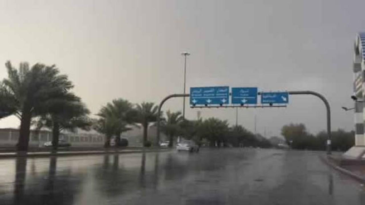 أمطار وسيول وبرد تسود أجواء المدينة المنورة وتبوك