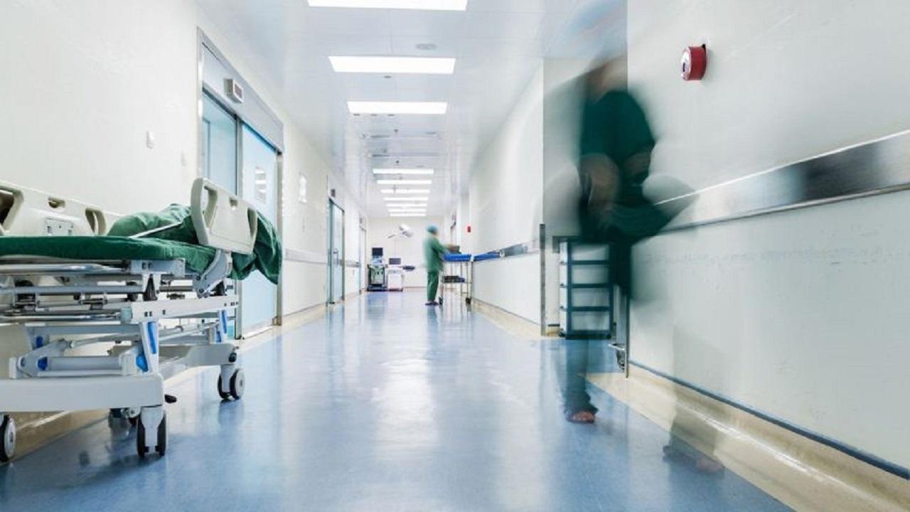 """معاناة مواطنة """" حية """" وضعتها مستشفى في عداد الموتى"""