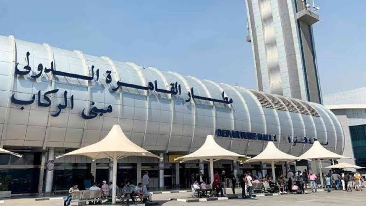 ضبط طائرة تجسس لدى مسافر في مطار القاهرة