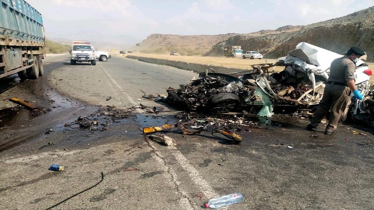 وفاة وإصابة شخصين في حادث تصادم بالباحة