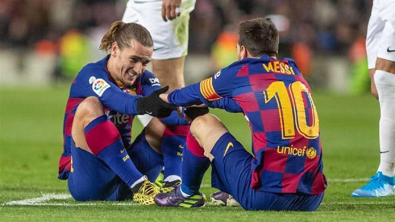 بالفيديو.. جمهور برشلونة يهاجم غريزمان بسبب خلافاته مع ميسي