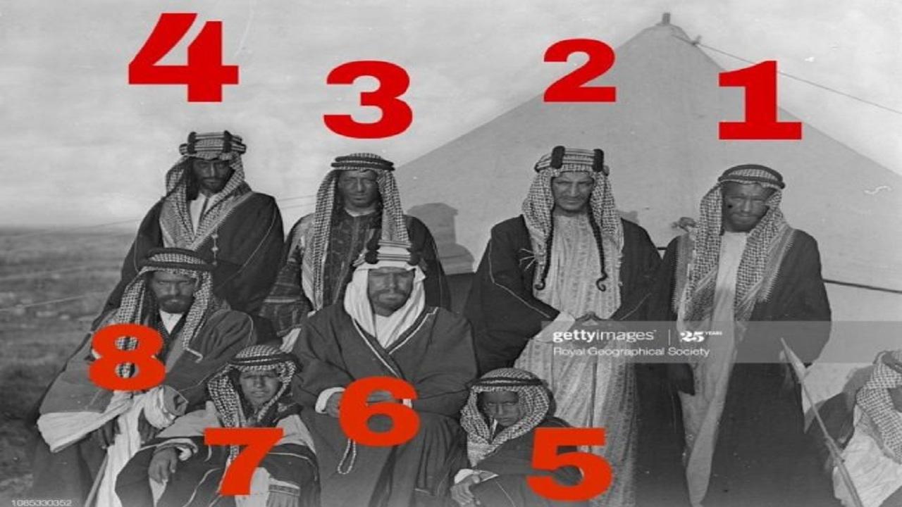 صورة نادرة تجمع الملك عبدالعزيز و7 أمراء قبل 109 عامًا