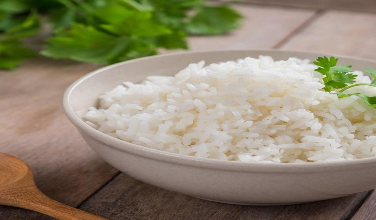 أطعمة يُنصح بتجنبها للوقاية من جفاف الجلد خلال الشتاء