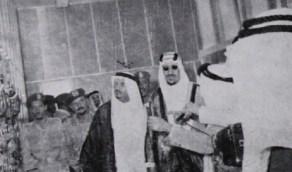 صورة قديمة لافتتاح الملك سعود مشروع الهاتف اللاسلكي قبل 65 عاما