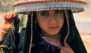 عيون حزينة لطفلة من عسير قبل حوالي 40 عام