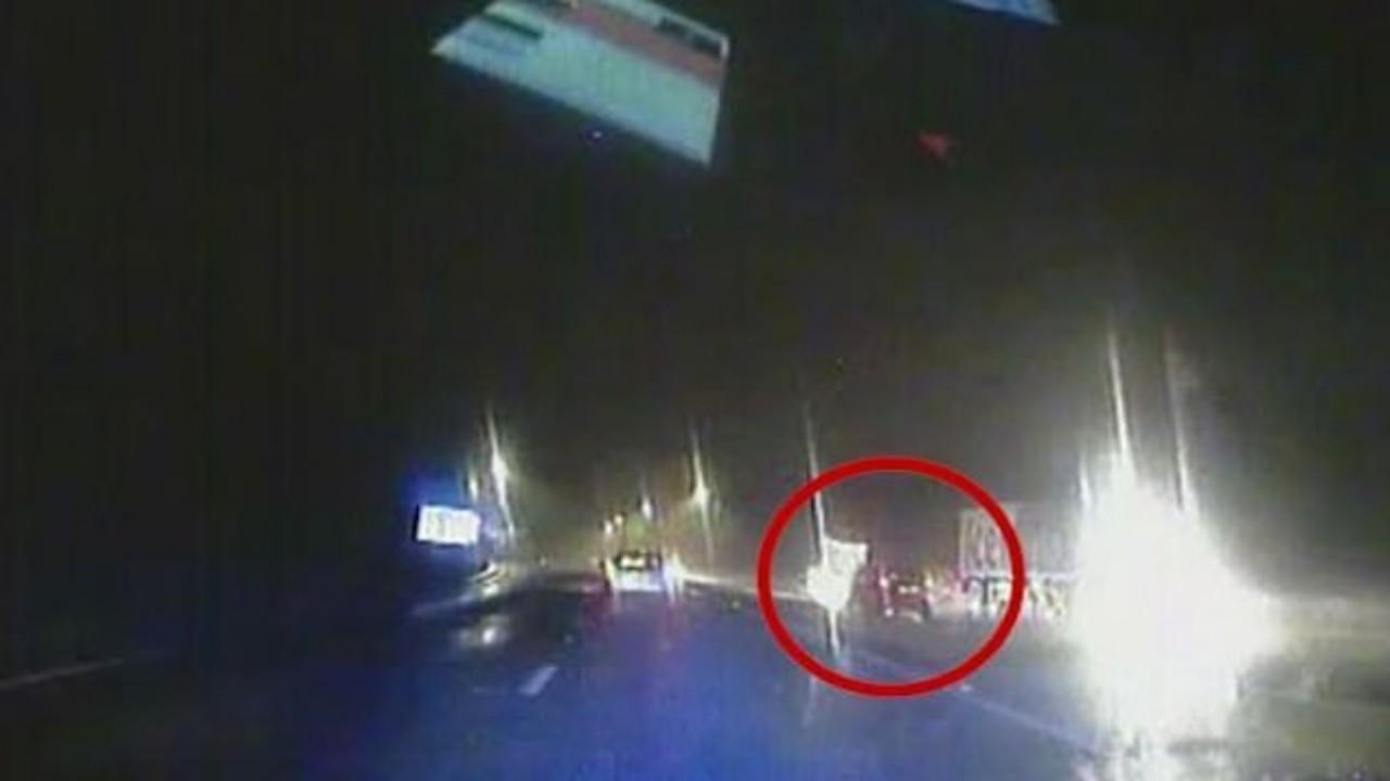 بالفيديو.. مطاردة مثيرة لإيقاف سيارة مسروقة كادت تصطدم بحافلة