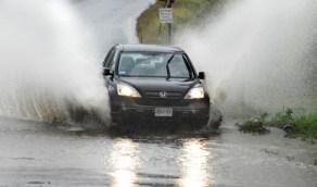 خطوات هامة للتحكم في السيارة ومنع الإنزلاق أثناء الأمطار