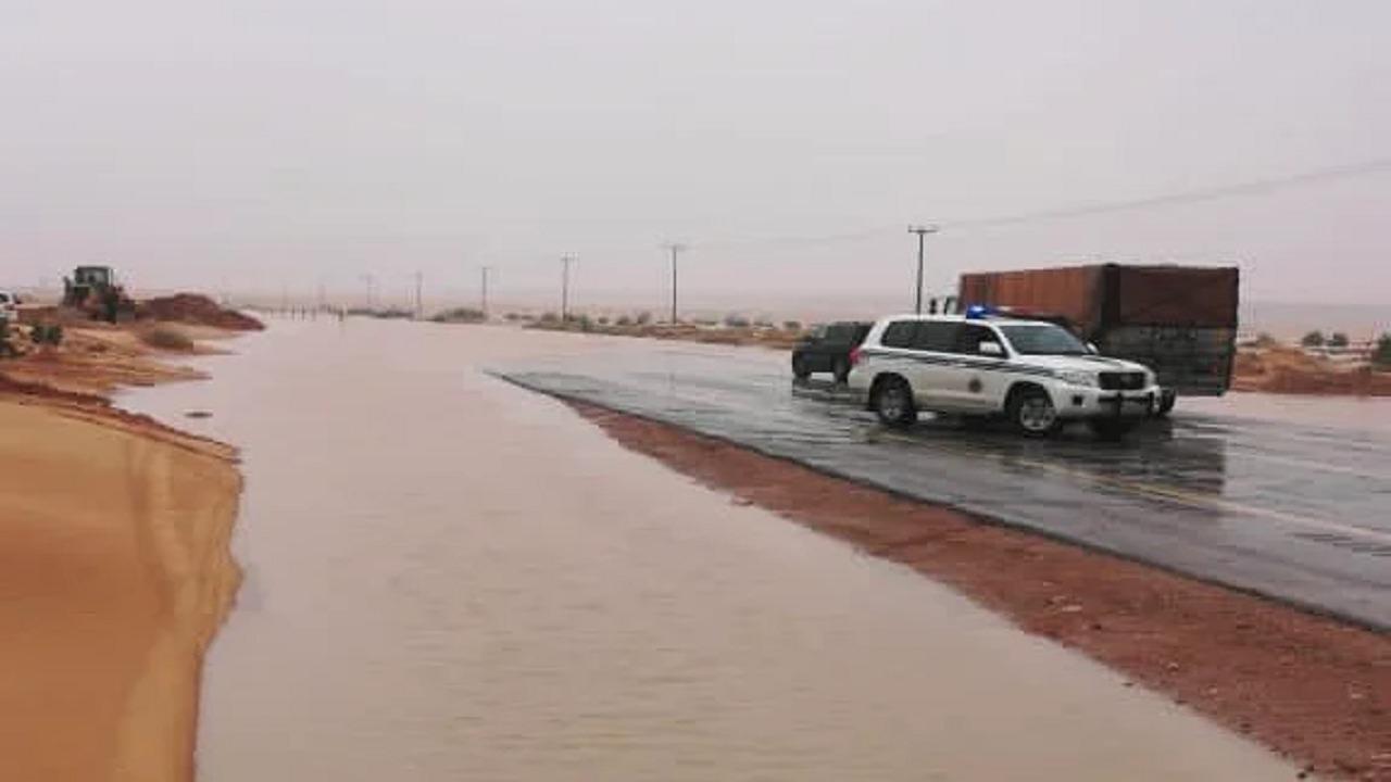 إغلاق ثلاثة طرق بحفر الباطن إثر هطول الأمطار