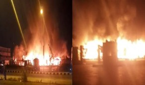 بالفيديو.. حريق هائل وانفجارات متتالية في مدينة جديدة بدولة عربية