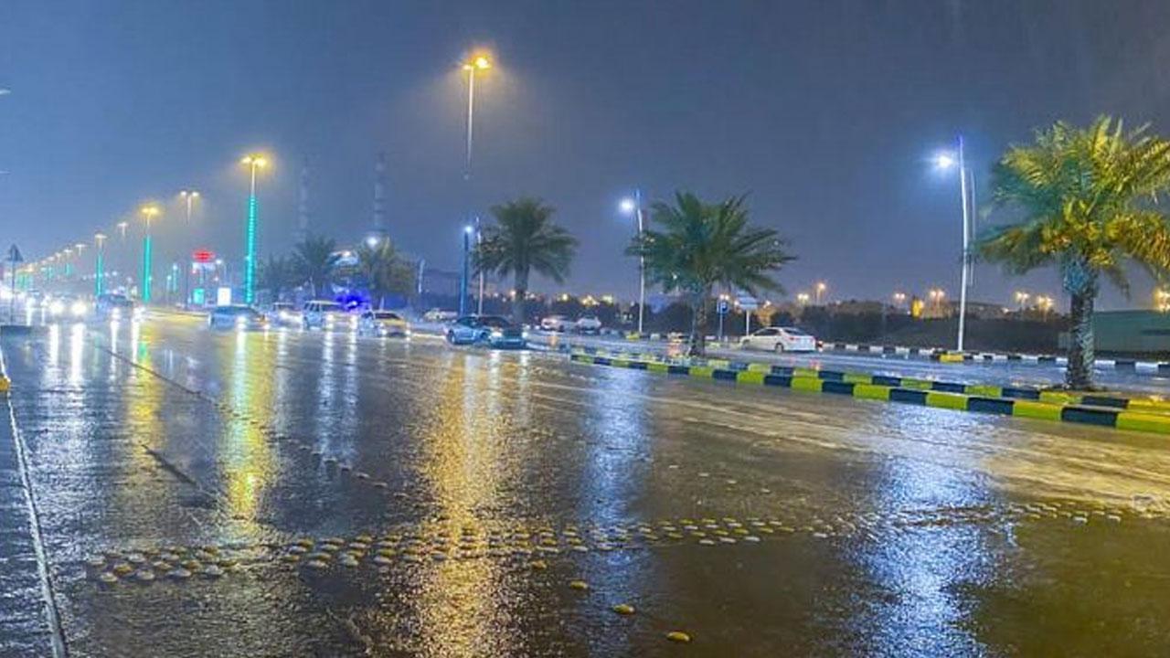 «المسند» يتوقع هطول أمطار متفرقة على عدة مناطق (صور)