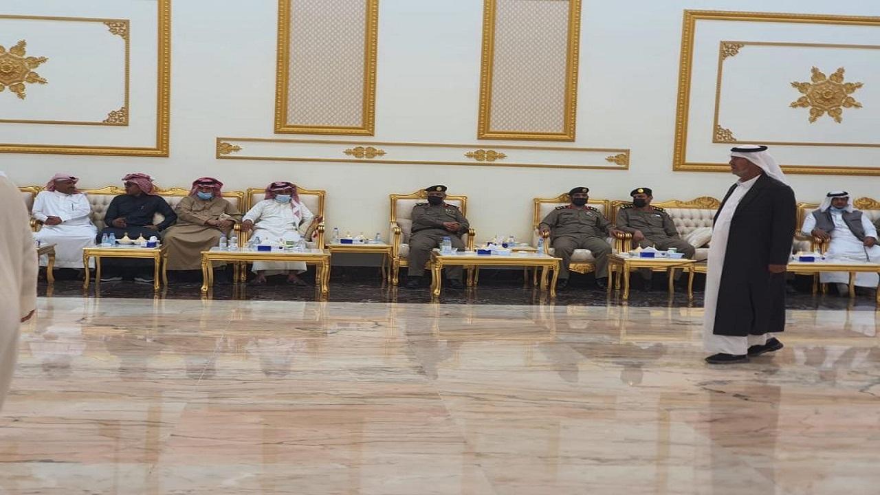"""مدير الأمن العام يعزي آل هتيلة في وفاة """"حسين"""""""