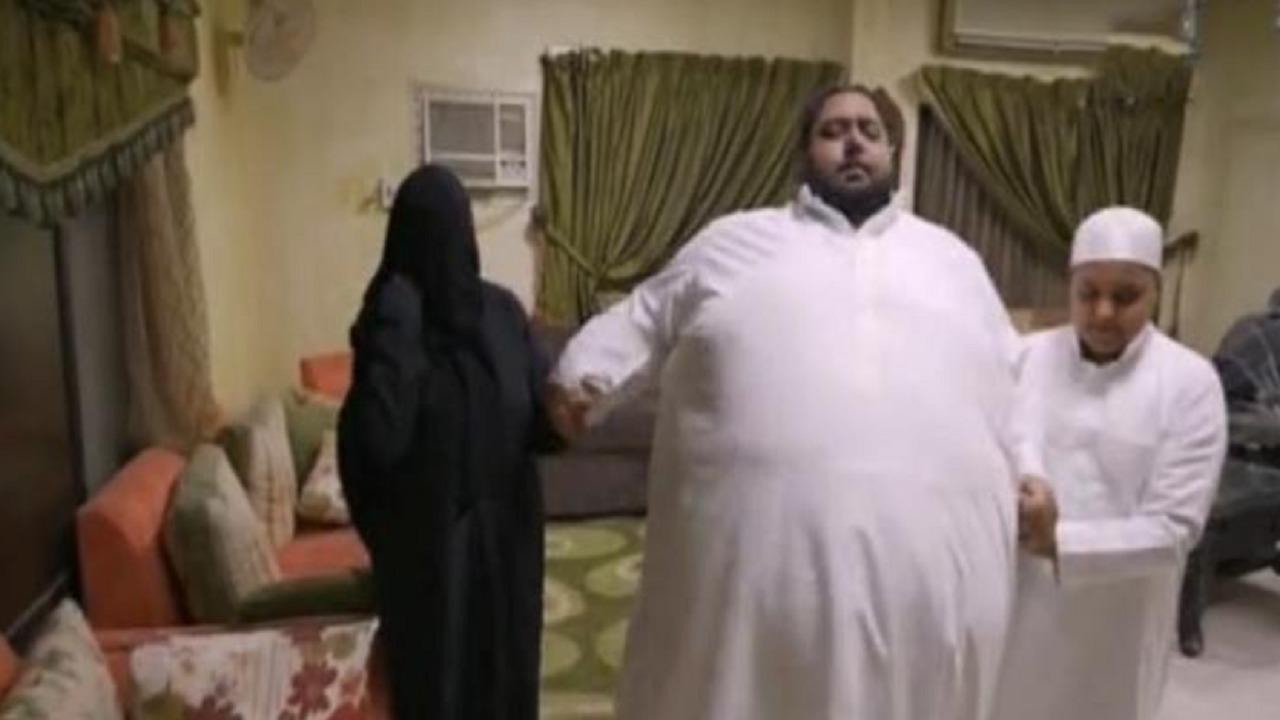 بالفيديو.. شاب يروي معاناته مع السمنة المفرطة: وزني 270 كيلو غراماً