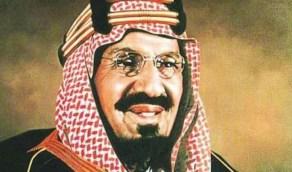 شاهد.. صورة نادرة للملك عبدالعزيز والملك سعود أثناء جولة تفقدية في رأس تنورة