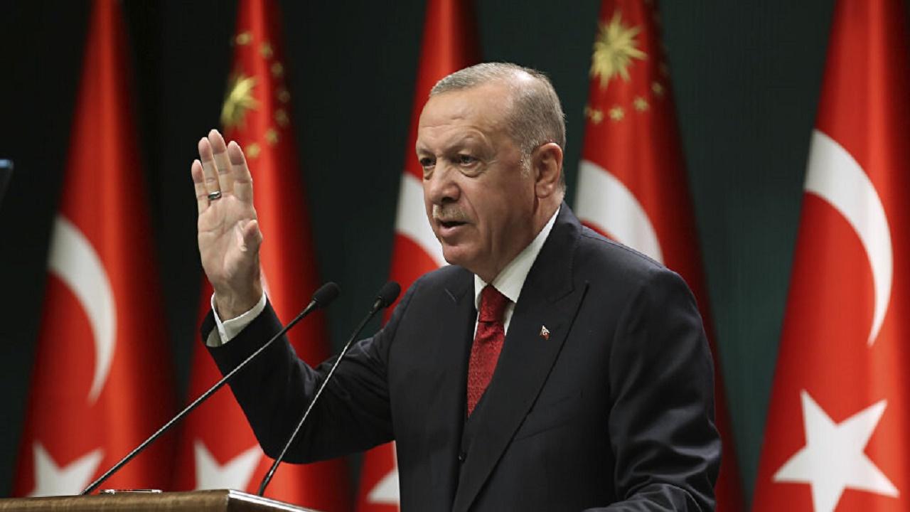 """""""أردوغان"""" يواصل قمع الأتراك ويأمر باعتقال 82 عسكريًا"""