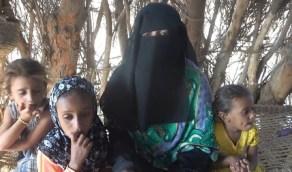 بالفيديو.. أم يمنية تكشف تفاصيل مقتل طفلها أمام عينها بلغم حوثي