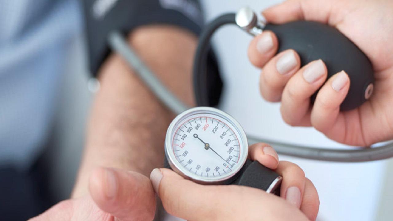 خطوات هامة لإنقاذ حياة مريض الضغط المنخفض