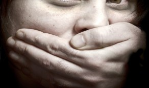 سائق يستدرج عاملة ويغتصبها تحت تهديد السلاح
