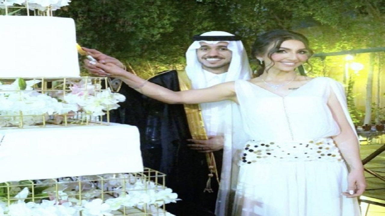 """فيديو طريف لـ""""هبة الحسين """" وزوجها أثناء تناولهما كعكة شيف شهير"""