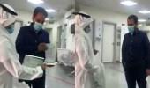 بالفيديو.. وزير الصحة يكرم أحد منسوبي قطاع ينبع الصحي