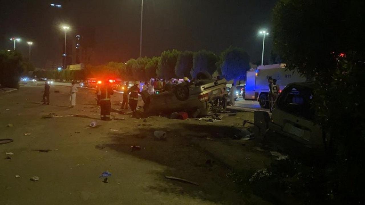 حادث تصادم وانقلاب فوق جسر الكعكية بمكة