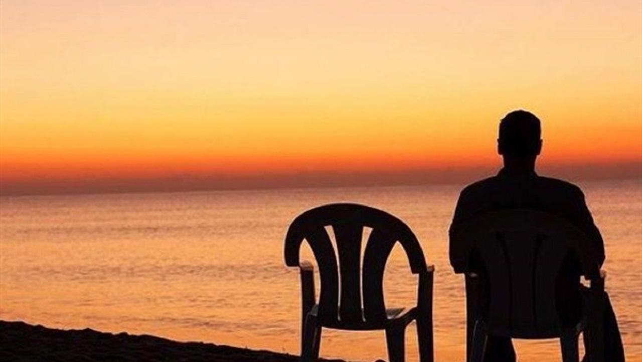 شاب يعرض نفسه لمرافقة من يشعرون بالوحدة بمقابل مادي!
