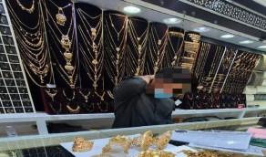 رصد محل مجوهرات مخالف بجدة