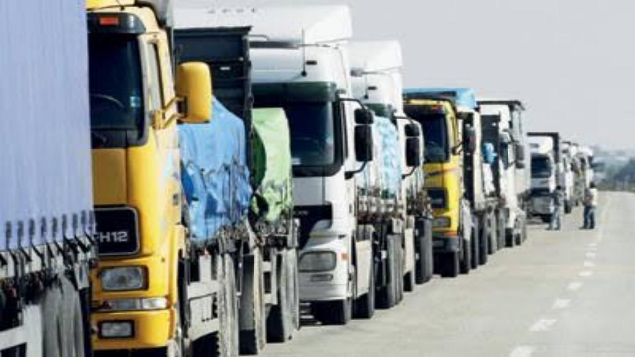 بدء السماح لملاك الشاحنات بالعمل في نشاطي نقل البضائع وتأجير الشاحنات