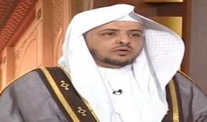 """بالفيديو.. """"خالد المصلح """"يوضح هل يلزم تحريك السبابة في التشهد"""