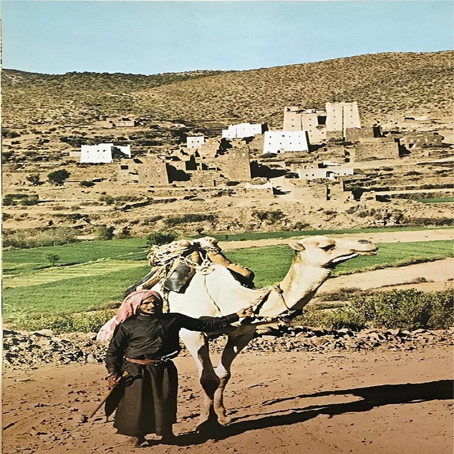صورة من عسير قبل حوالي 44 عام تكشف تراثنا العريق
