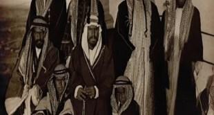 صورة قديمة للملك عبدالعزيز مع أحد إخوته قبل أكثر من 100 عام