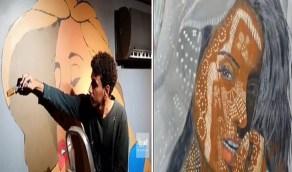 بالفيديو.. مواطن يحول فناء منزله والأحواش المهجورة للوحات فنية