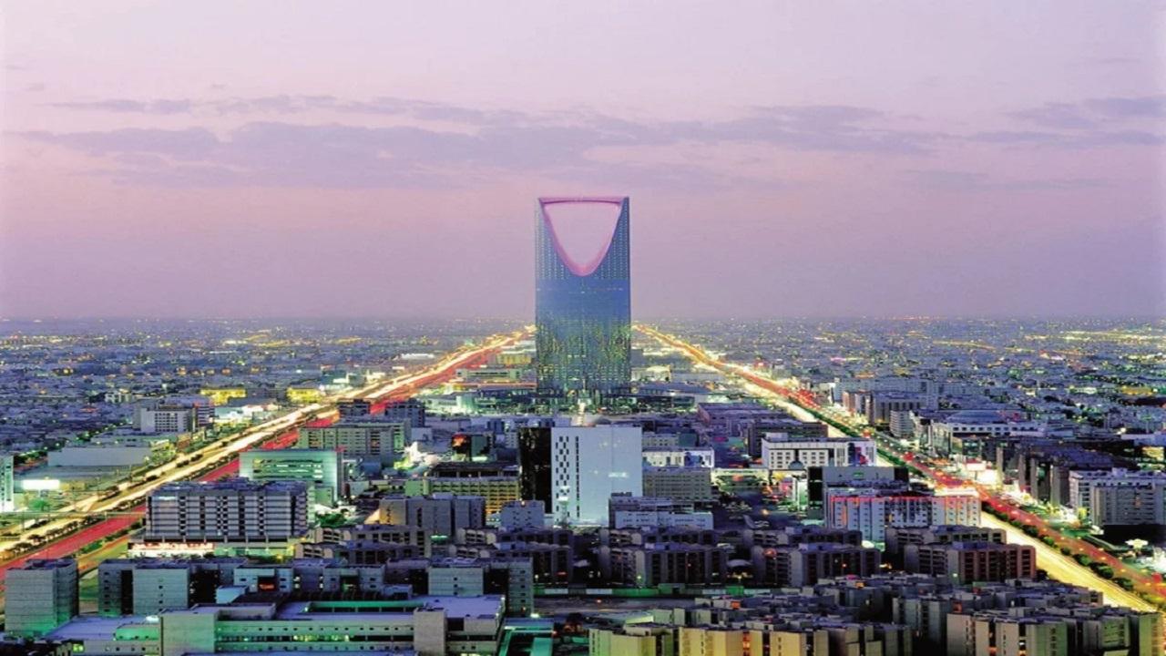 شاهد .. شوارع الرياض ومبانيها في نهاية السبعينات وبداية الثمانينات الميلادية