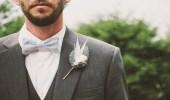 عريس يضرب أصدقائه بالكرباج في يوم زفافه