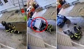 شاهد.. لحظة سقوط مكيف هواء على رأس رجل إطفاء أثناء عمله