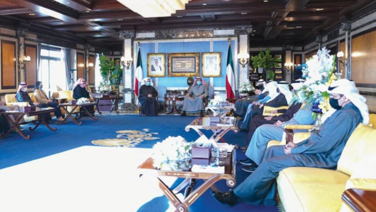 أسباب دفعت الحكومة الكويتية إلى تقديم الاستقالة