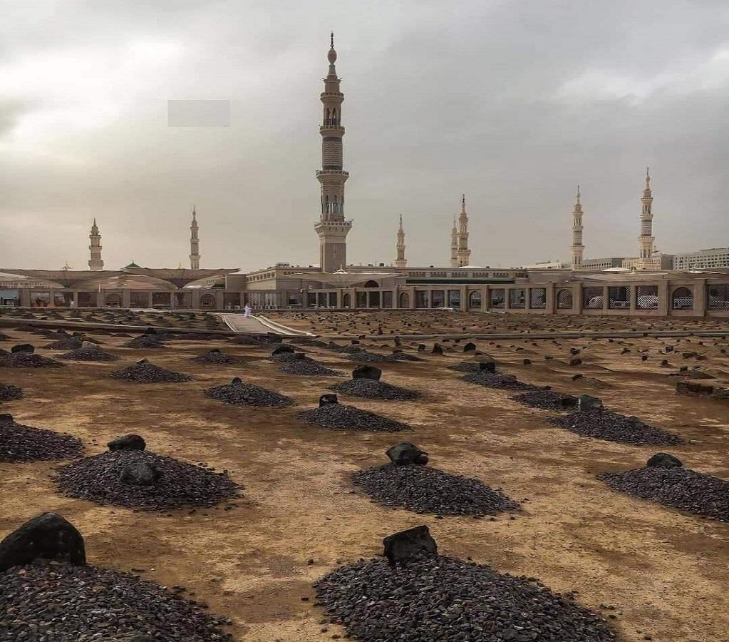 هنا يرقد المبشرون بالجنة.. بقيع الغرقد بالمدينة المنورة