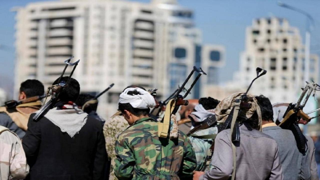 الحوثيون يحولون أموالهم للخارج هربًا من مصادرتها