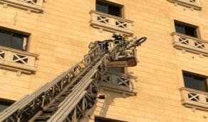 بالصور.. إخلاء فندق بعد اندلاع حريق في سقفه بالدمام